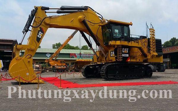 Máy xúc thủy lực CAT 6020B trọng tải 230 tấn lớn nhất Việt Nam