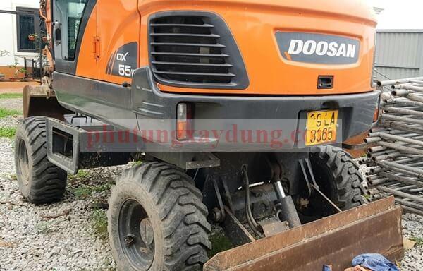 Bán máy xúc đào Doosan Dx55WA bánh lốp bản 2018 mới dùng hơn 2000h-2