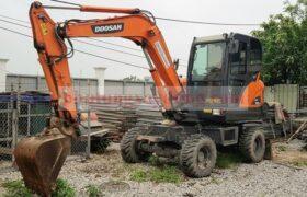 Bán máy xúc đào Doosan Dx55WA bánh lốp bản 2018 mới dùng hơn 2000h
